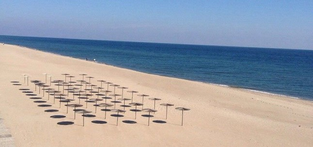 пляж Затоки, рельєф берега