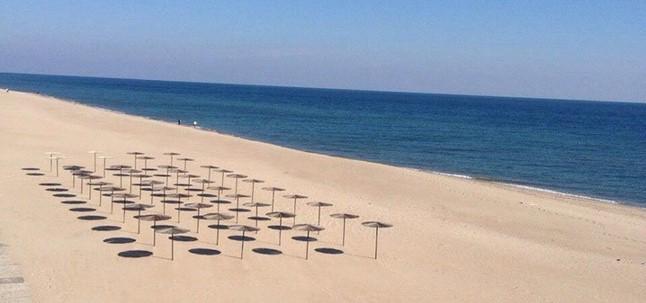 пляж Затоки, рельеф берега
